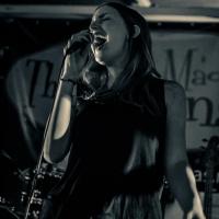 2013-12-21-The-Mad-Donnas-Irish-Pub-Osheas-Michiel-Snijders-4
